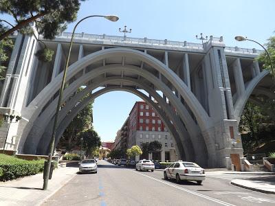 ¿Conoces qué hay detrás del Viaducto de Segovia?