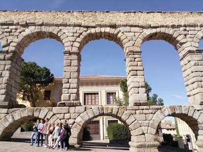 Qué grande es el Acueducto de Segovia