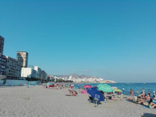 Benidorm playa, sol, arena y españoles
